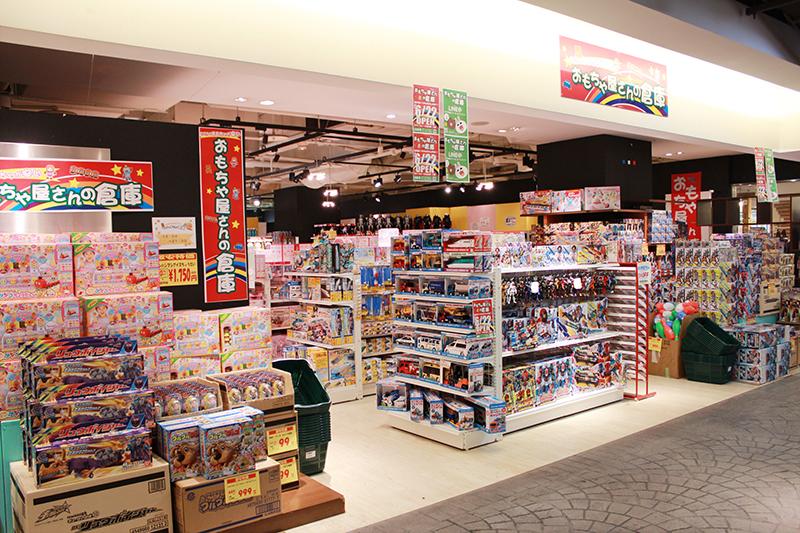 写真:おもちゃ屋さんの倉庫